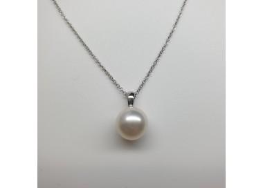 Mikimoto-Pendente-oro-bianco-con-perla-ojyu