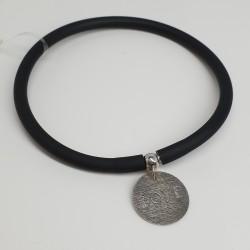 Flo-Bracciale-caucciù-nero-pendente-love-argento-olsv