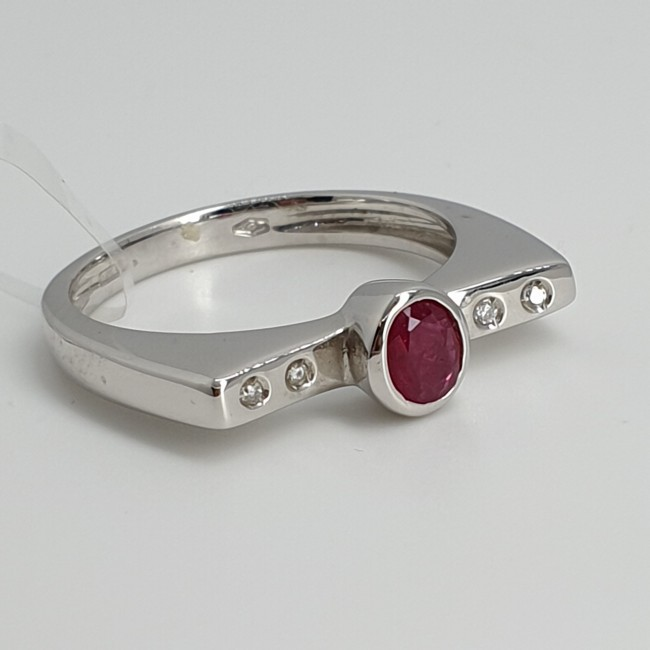 Davite-et-Delucchi-Anello-oro-bianco-diamanti-e-rubino-Ancol485