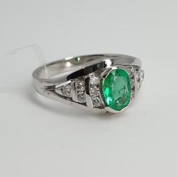 Anello-oro-bianco-diamanti-e-smeraldo-ovale-og9r