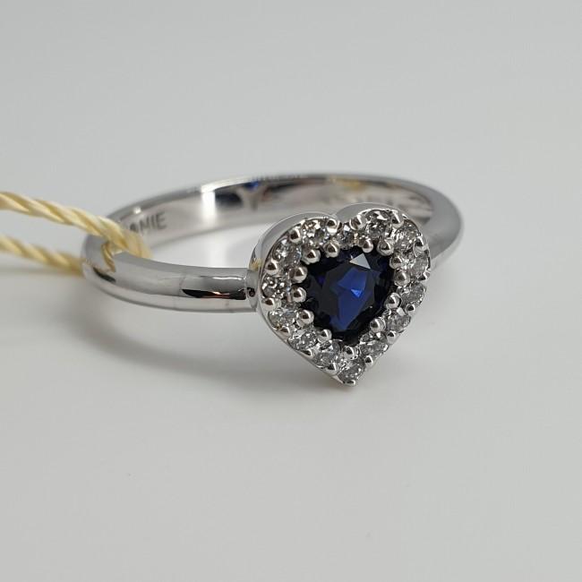 Armonie-by-Progetti-Oro-Anello-oro-bianco-diamanti-zaffiro-taglio-cuore-P6ec