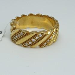 Anello-oro-giallo-con-diamanti-taglio-brillante-ne2z