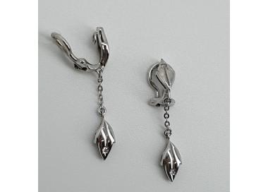 Orecchini-pendenti-oro-bianco-con-diamanti-adatti-a-lobi-non-forati-nglh