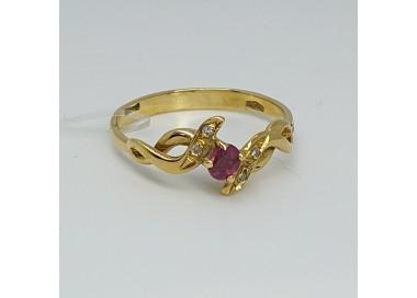 anello-oro-giallo-con-rubino-e-diamanti-ofan