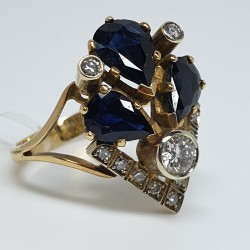 Anello-oro-giallo-con-zaffiri-taglio-goccia-e-diamanti-taglio-brillante-An470-028-120