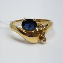 anello-in-oro-giallo-fantasia-con-zaffiro-taglio-ovale-e-diamanti-taglio-brillante
