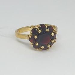 anello-in-oro-giallo-con-granati
