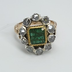 anello-in-oro-rosa-con-smeraldo-centrale-e-diamanti-taglio-rosa